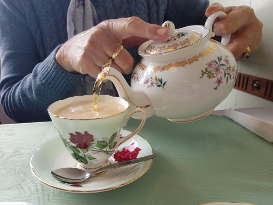Yelverton, UK: These teapots are huuggee! There was about 6 cups of tea in them.