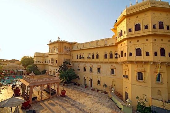 Alsisar, Indie: Side elevation