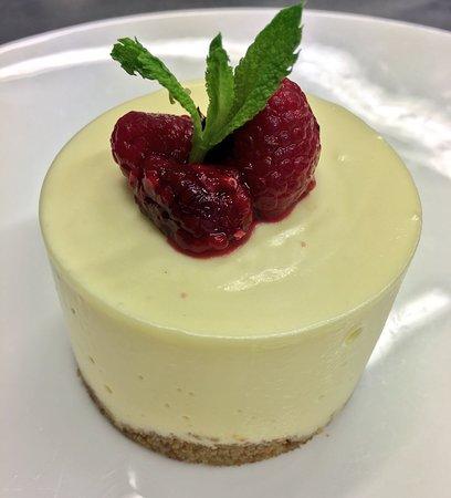 Braunton, UK: White Chocolate Cheesecake