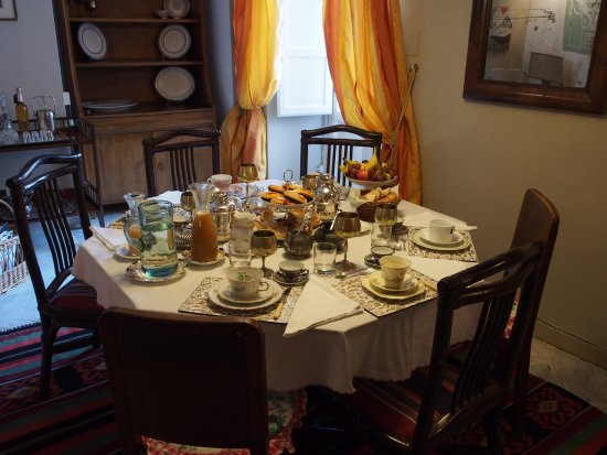 Palazzo Lungarini Bed and Breakfast: Breakfast table