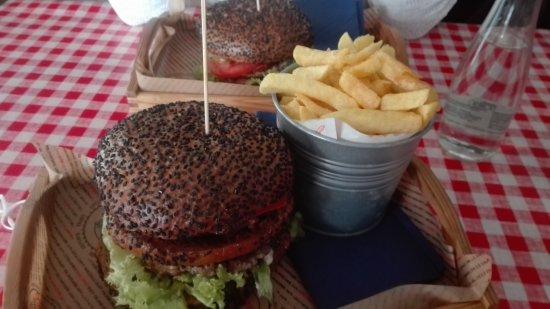 Konin, Polen: burger z frytkami