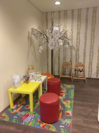 Best Western Hotel City Ost: The breakfast room and children's area.