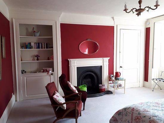 Minchinhampton, UK: Red Bedroom from door