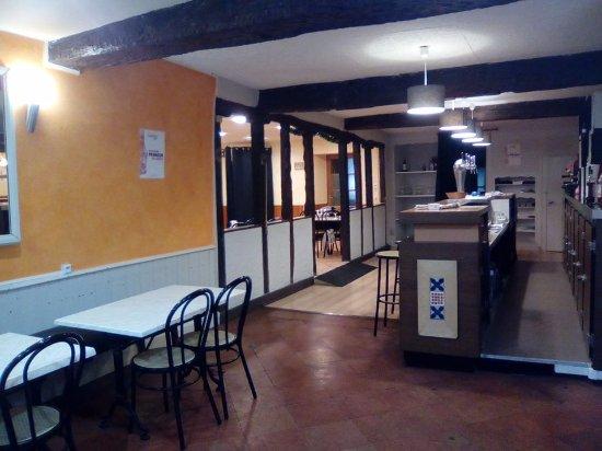 Puylaurens, France: Côté bar, brasserie.
