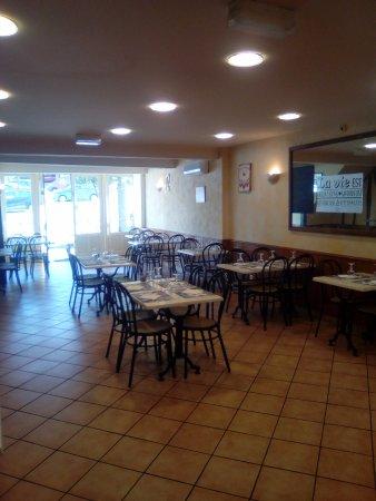 Puylaurens, France: Bienvenu au Barry