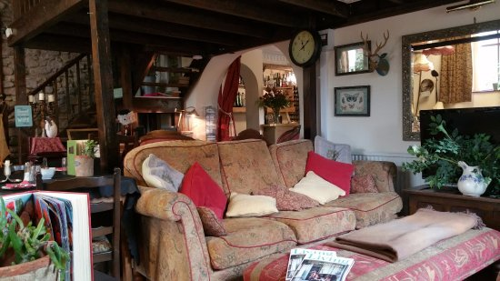 Whitchurch, UK: Comfy sofa for a coffee
