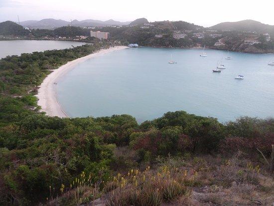 Jolly Harbour, Antigua: la meravigliosa spiaggia di deep bay dal fortino