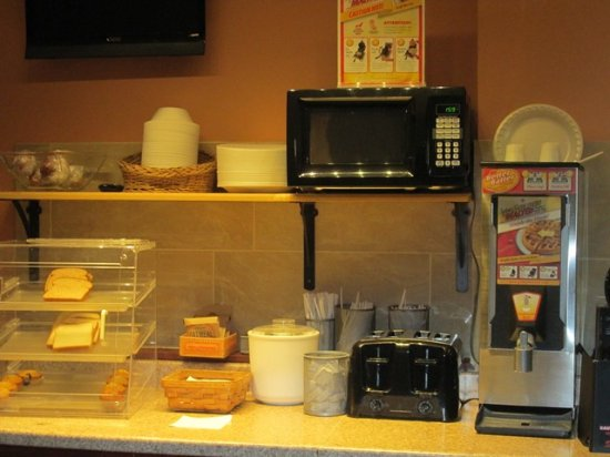 Lakewood, OH : The morning continental breakfast bar