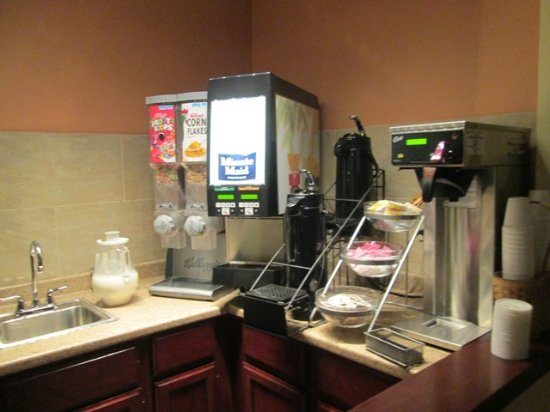 Lakewood, OH : The continental breakfast bar