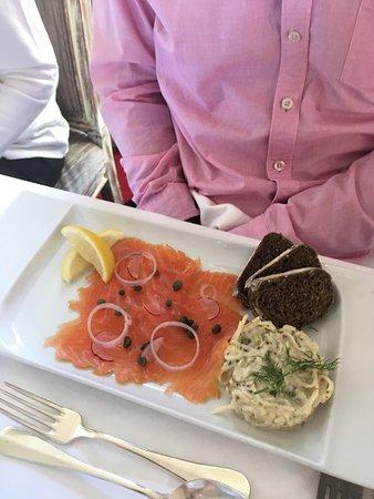 Bosham, UK: Super waiter served Sunday lunch.