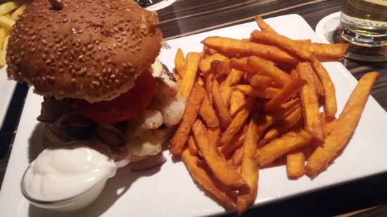 Auerbach, Jerman: Surf and Turf Burger