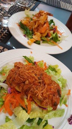 Barrachina Restaurant: Tostones Rellenos con Mariscos y Pollo-Ca 50 skr st!