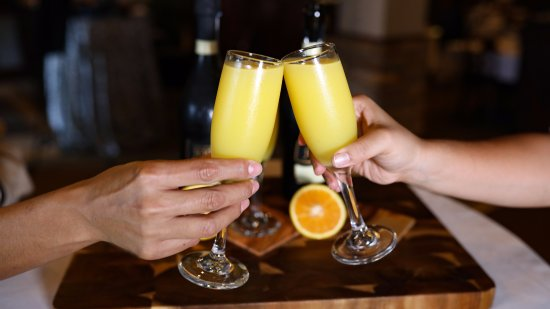 Shenandoah, TX: Sunday brunch buffet has mimosa drink specials in the Woodlands