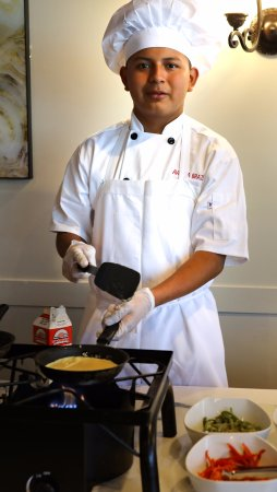 Shenandoah, TX: Sunday Brunch buffet omelet Chef will add whichever toppings you like in Woodlands