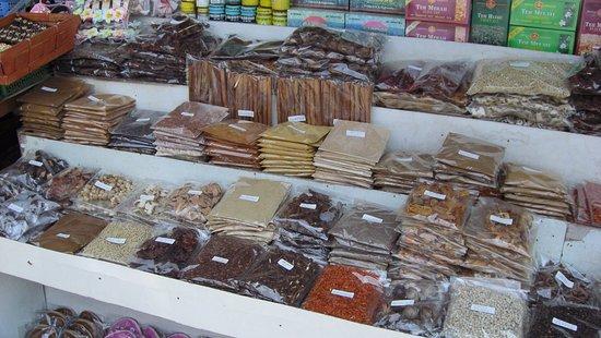 Bedugul, Индонезия: prix affichés et objet manufacturés en tous genres