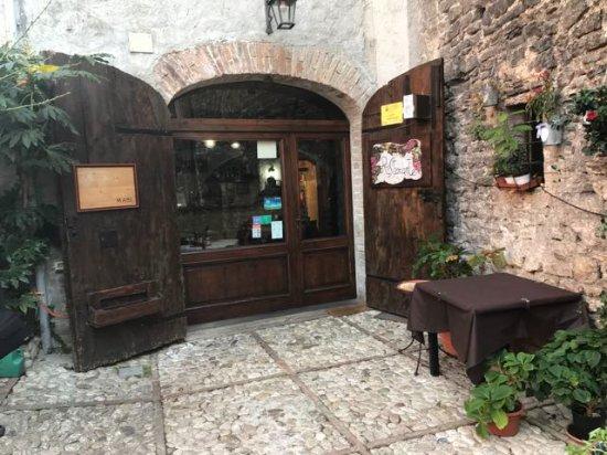 Cantina de' Corvi : Entrance