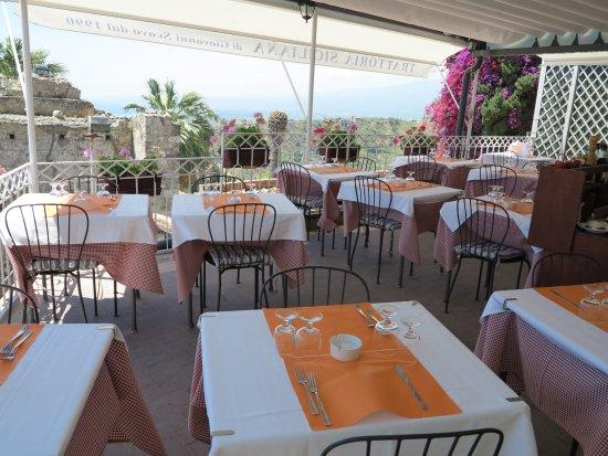 la terrazza - Picture of Ristorante Trattoria Siciliana, Taormina ...