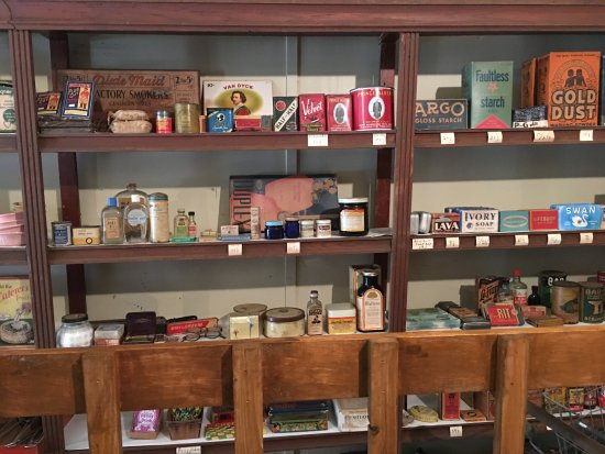 Butler County History Center and Kansas Oil Museum: Store shelves in the museum