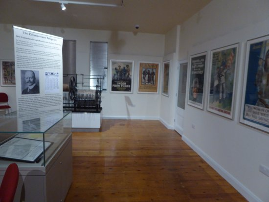 Devizes, UK: Just small part of 2 galleries