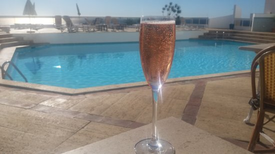 Belver Boa Vista Hotel & Spa: Free pink champagne at breakfast.