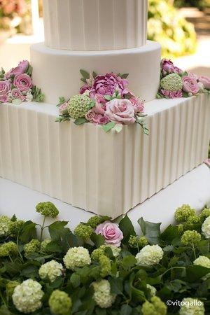 Wedding Cake Con Fiori Freschi Picture Of Villa De Grecis