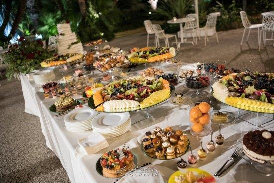 Buffet Di Dolci Mignon : Alzatine di mignon! picture of villa de grecis eventi bari
