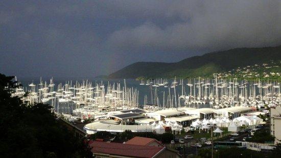 Le Marin, Martynika: Rayon de soleil sur la marina tôt le matin