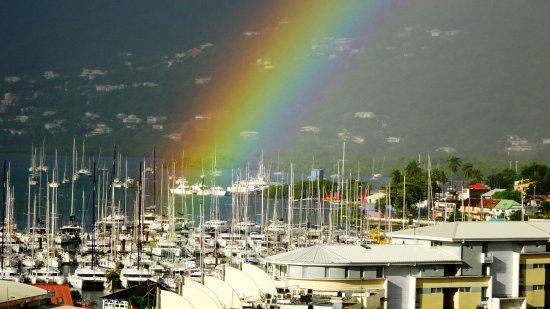 Le Marin, Martynika: Pluie et soleil sur la marina