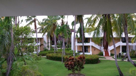 Bavaro Princess All Suites Resort, Spa & Casino: vue de la terrasse de la chambre