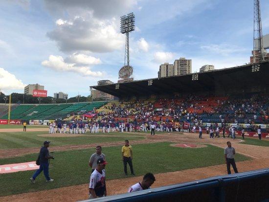 Estadio universitario ucv karakas resmi for Puerta 9 estadio universitario