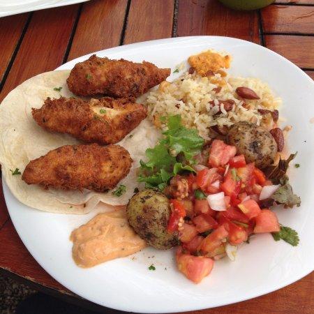 Santa Ana, Costa Rica: Tacos de pescado, arroz con semillas, papas con romero, pico de gallo