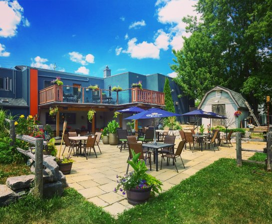 Nobleton, Canada: Relax-Eat-Drink on our Beautiful Patio