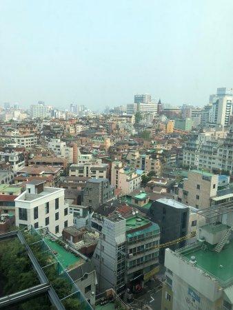Best Western Premier Gangnam: Vista desde la habitación en el piso 7.