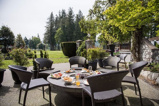Harrison Mills, Kanada: Patio facing Sandpiper Golf Course.