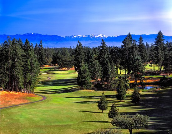 Langford, Canada : Olympic View hole 3