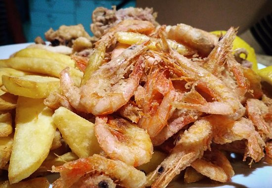 Menidi, Grecja: Local shrimps to accompany the drinks