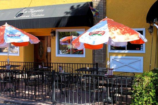 Martinez, Kaliforniya:  Patio dining