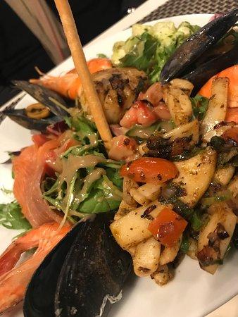 Restaurant le saint trop dans carry le rouet avec cuisine for Resto carry le rouet