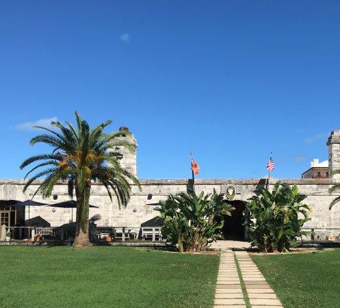 Sandys Parish, Bermuda: Footpath to Frog and Onion