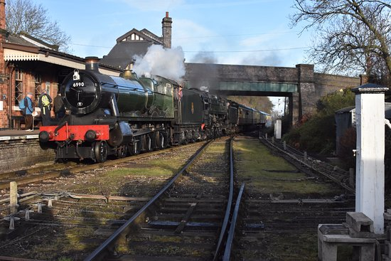 Loughborough, UK: GWR Hall and a 9F haul the first train out of Quorn