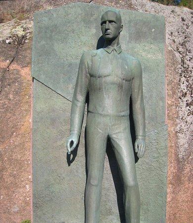 Arvid Morne Statue