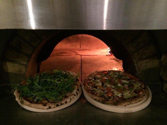 Schepdaal, Belgien: De heerlijke pizza's, vers uit de houtoven