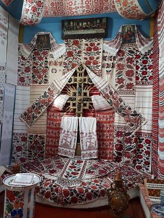 "Pereiaslav-Khmelnytskyi, أوكرانيا: Часть экспозиции ""Украинский рушник"" - на стене напротив входа."