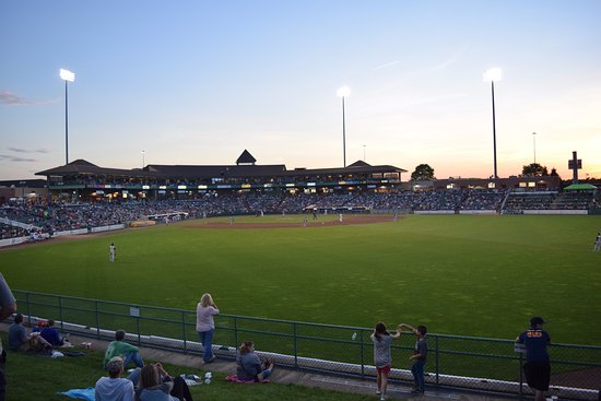 Lakewood, Nueva Jersey: The BlueClaws are a Phillies affiliate that plays their games at beautiful FirstEnergy Park.