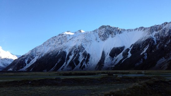 Mt. Cook Village, Nova Zelândia: View from Aoraki Crt Unit 2nd morn from other window (big change from day before!)