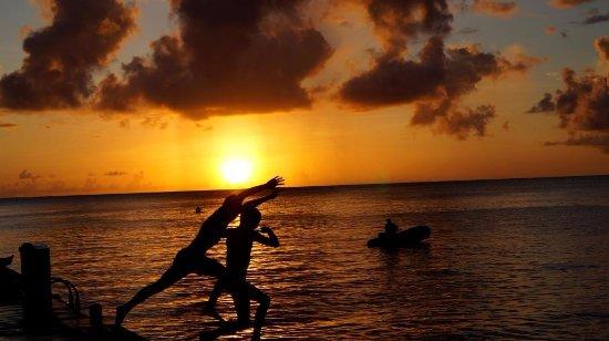 Les Anses d'Arlet, Martinique: Coucher de soleil depuis le ponton