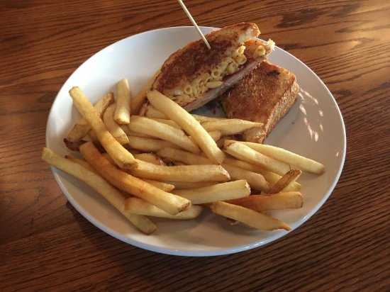 Onalaska, WI: Grilled Mac and Cheese with Ham, Cheddar, and Swiss Cheese