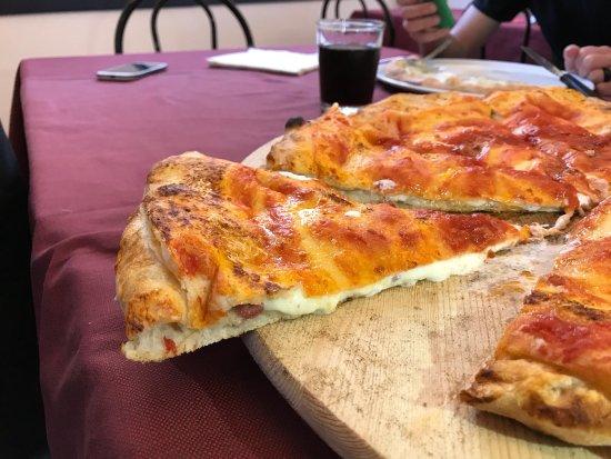 Signa, Italien: Il calzone ripieno napoletano 🍕😋😋🍕