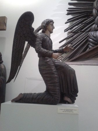 Perm State Art Gallery: wooden sculture of an angel