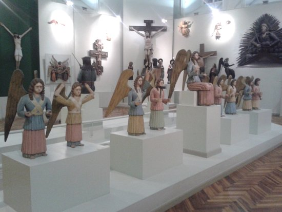 Perm State Art Gallery: wooden sculptures of angels